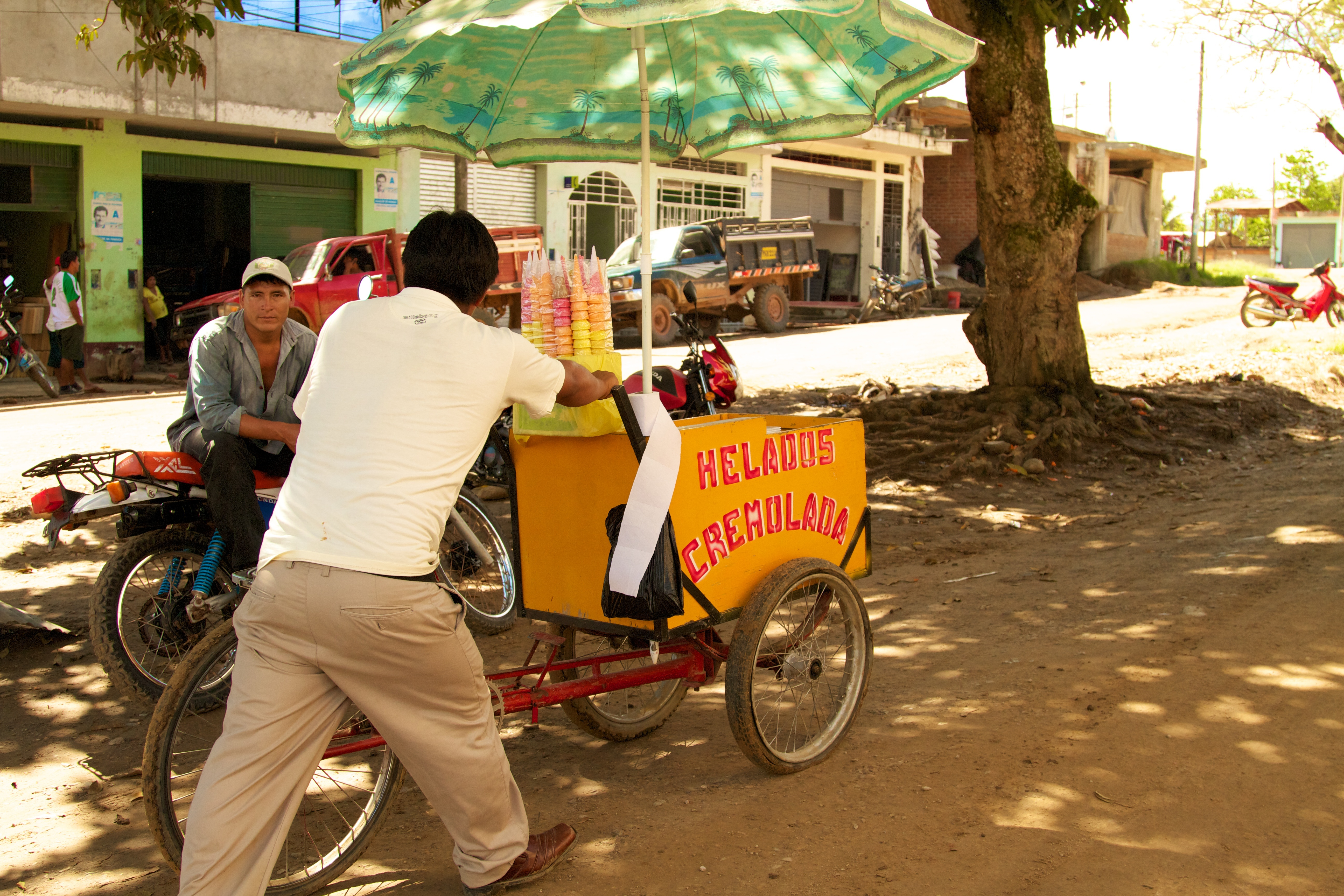 Selling ice cream in the streets of San Martín